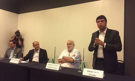 Alckmin conversa com empresários em Niterói