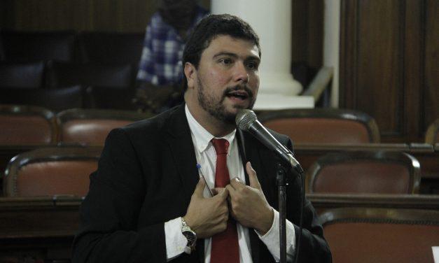 Bruno Lessa vota contra criação da 50ª secretaria de Niterói