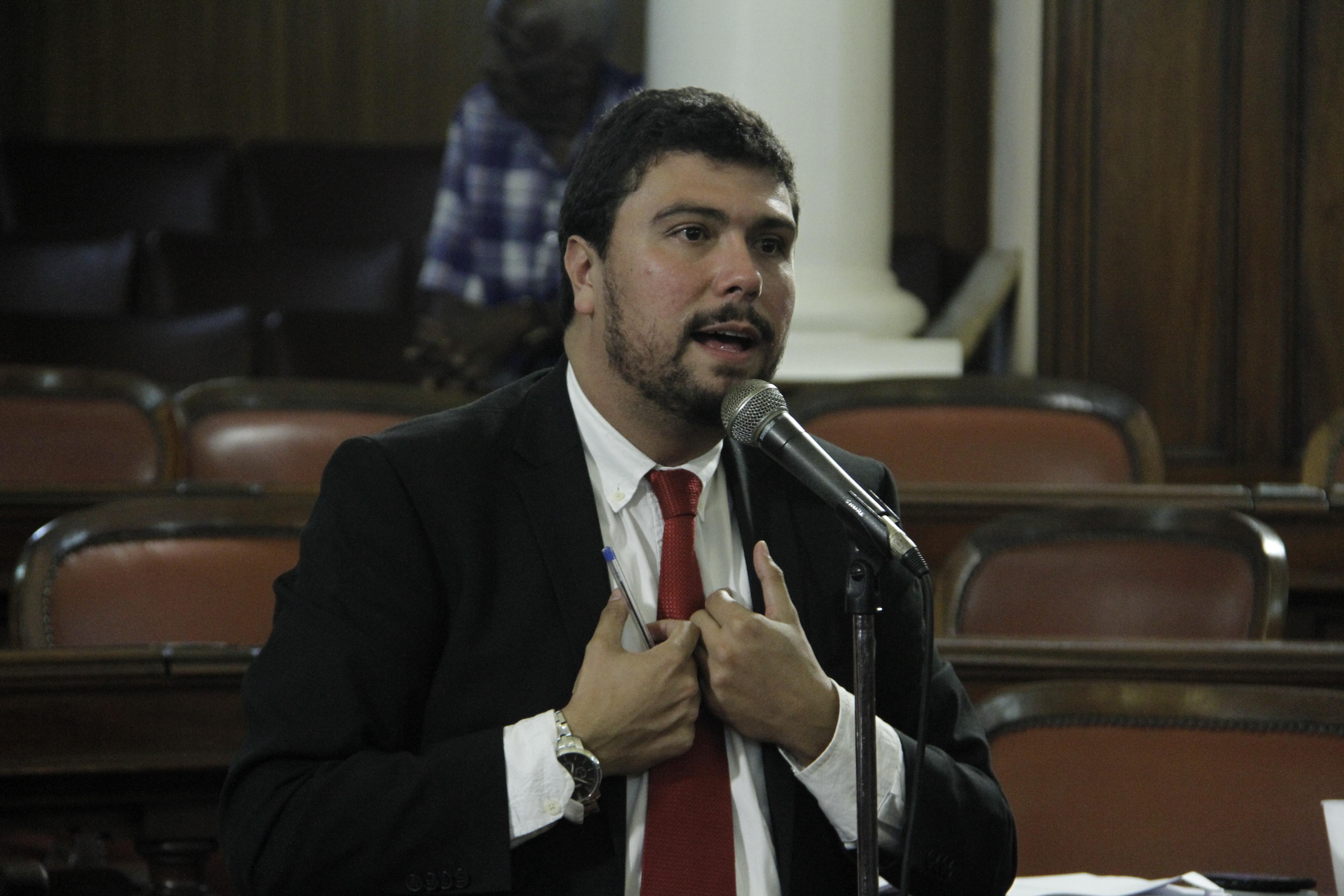 Vereador Bruno Lessa defende seu voto contrário à criação de mais uma secretaria