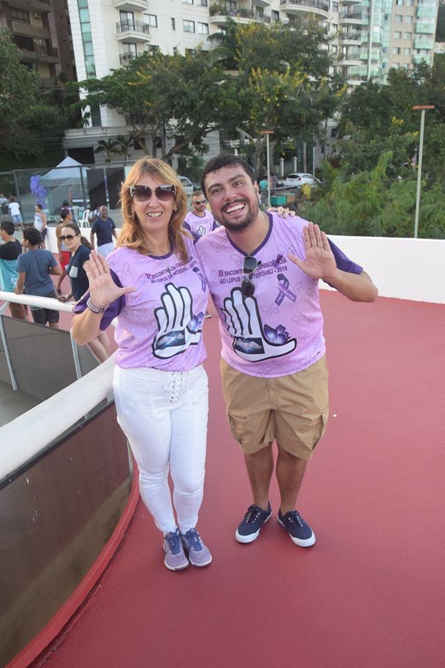 Bruno Lessa e Karla Barcellos em evento do Dia do Lúpus