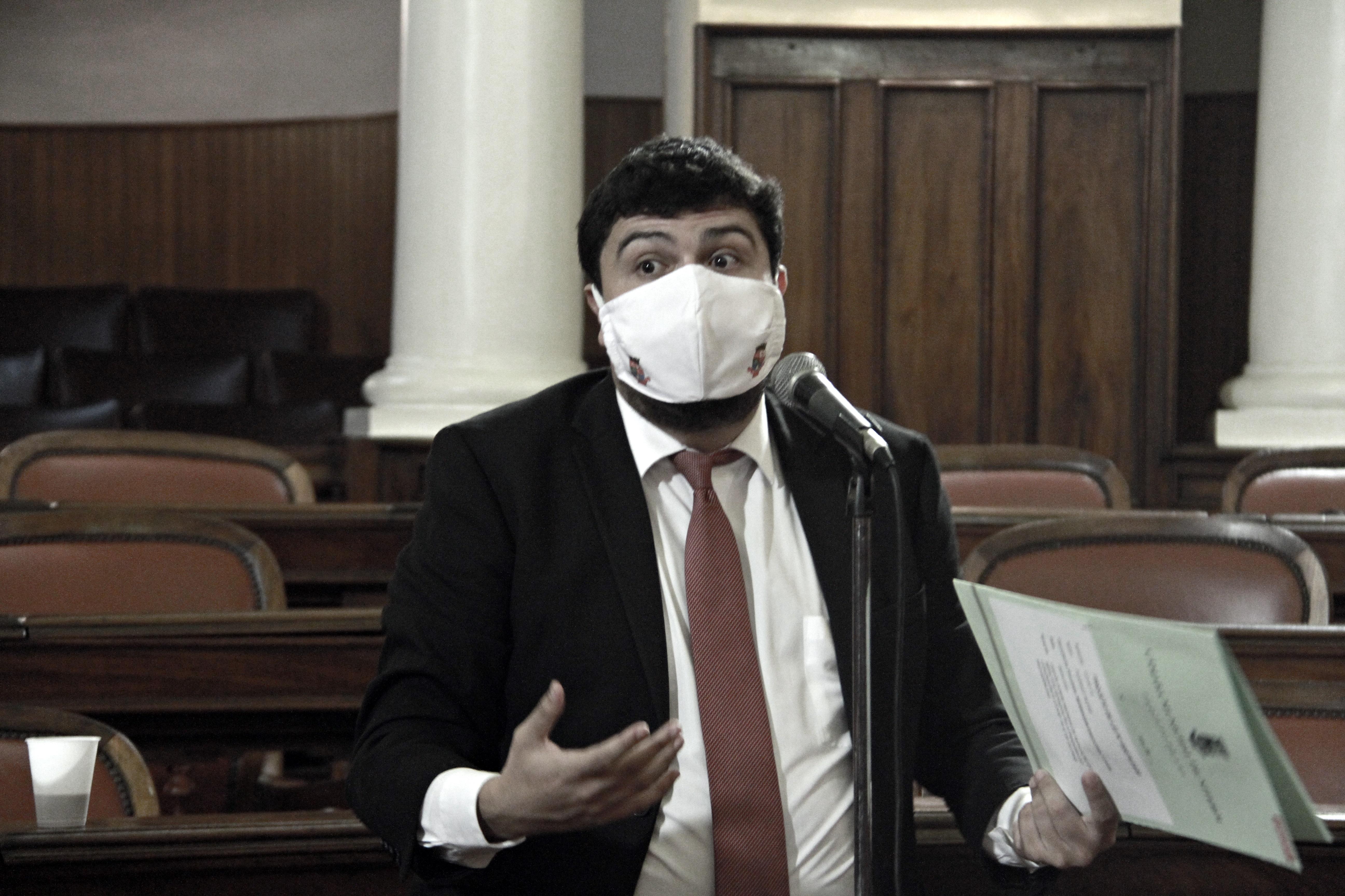 Bruno Lessa discursa em votação que concedeu ajuda para motoristas de aplicativos durante crise do coronavírus (Foto Sergio Gomes / CMN)